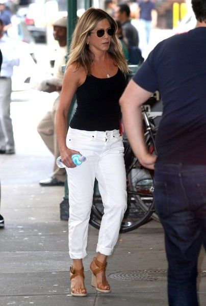 Jennifer Aniston Photos - Jennifer Aniston Out And About In NYC - Zimbio