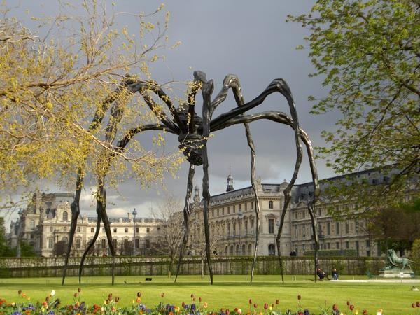 Maman (1999), araignée géante de Louise Bourgeois  aux Tuileries  Collection particulière Cheim & Read, New-York