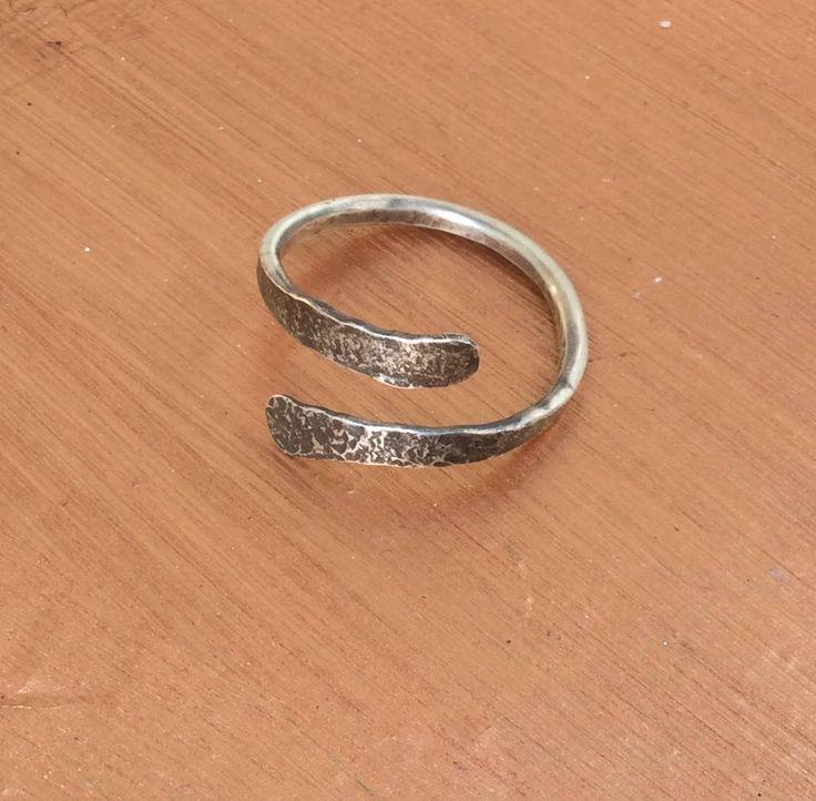 Gehämmert Silber Ring,Frauen Silber Ring,Steampunk Silber Ring.wikinger Silber Ring.twisted Silber Ring.Daumen Silber Ring.Unisex ring von Designvonmerrill auf Etsy