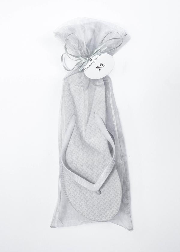 67dafc90c ... Flip Flop with Silver Organza Bags  uniqueweddings. Classic White Flip  Flop with Silver Organza Bags  uniqueweddings White Flip Flops