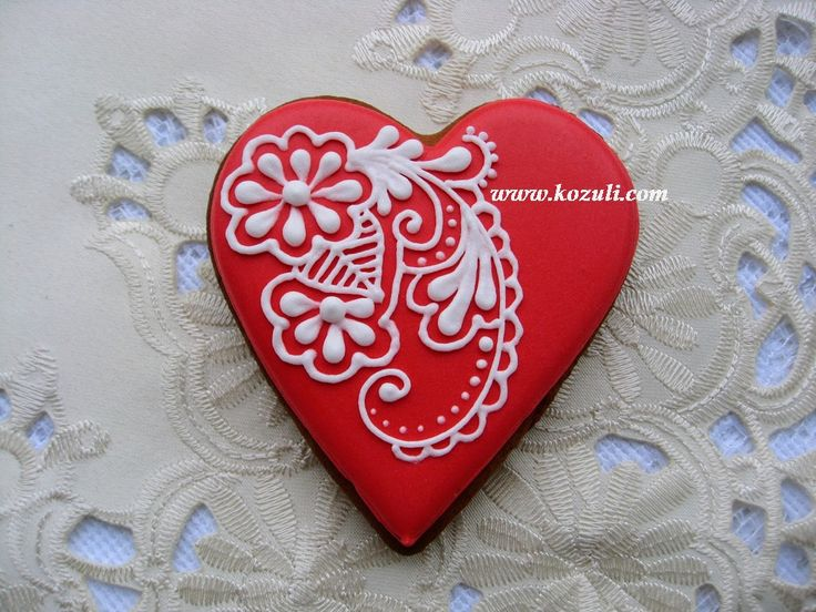 @kozuli_com Valentine's Day cookies with VIDEO TUTORIAL at www.kozuli.com / Piping Lace Cookies.  Mehndy design cookie. Cookie decorating  with royal icing. Royal icing cookies. Decorated cookies. More cookie decorating ideas and video tutorials at www.kozuli.com / Видео мастер-классы по росписи пряников на www.kozuli.com