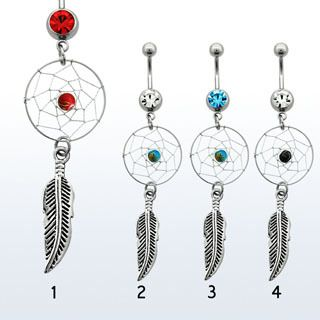 Belly ring with dangling dreamcatcher and feather. Piercing de ombligo con atrapasueños y pluma colgante.