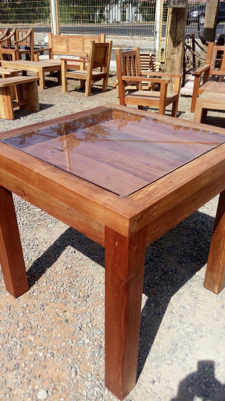 Mesa exhibidora en madera de roble 80x80 cms
