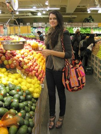 Vogue Daily — Natalie Matthew with her Mochila Wayuu bag, surevolution.com
