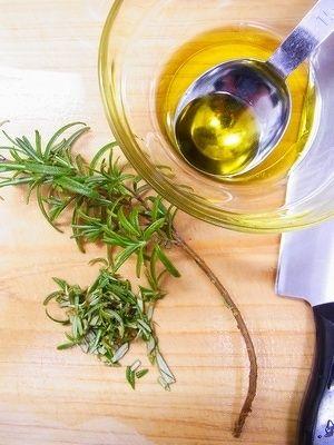 ラムチョップのローズマリー焼き by 庭乃桃 | レシピサイト「Nadia ... ラムは脂身が多ければ少し取り除く。 ローズマリーは葉をしごいて摘み取り、粗く刻む。 その2つをオリーブオイルと共に密封袋に入れ、なじませたら常温で30分置く。