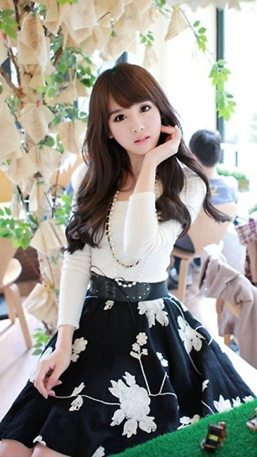 Kim Shin Yeong. She's my fave Ulzzang girl ever! adorable, classy, and extremely cuuuuuteeee overload!!! >_<