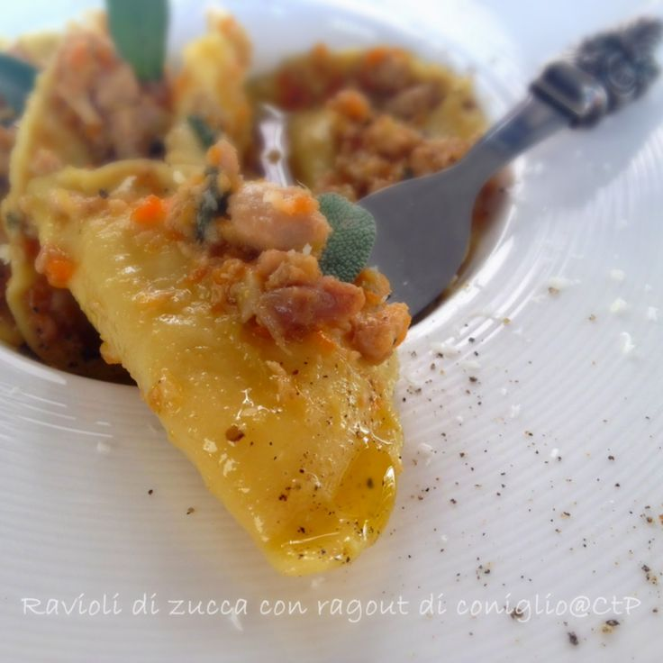 Ravioli di zucca con ragout di coniglio......questa la prima ricetta di https://www.facebook.com/pages/Cuoca-a-tempo-perso/211633575542512 in abbinamento alla Vernaccia di san Gimignano!