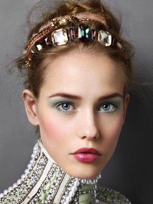 comment mettre porter un headband fits jeweled. Black Bedroom Furniture Sets. Home Design Ideas