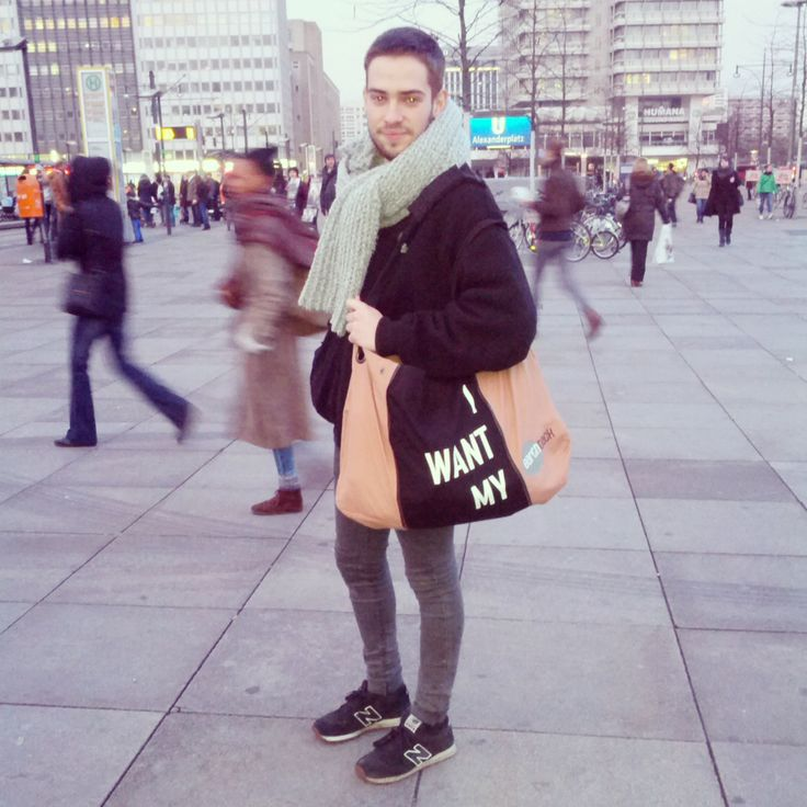 Alex wants his earth back! #EARTHBACK #earthbag #sustainable #bag #fashion #peoplewithstyle #Berlin