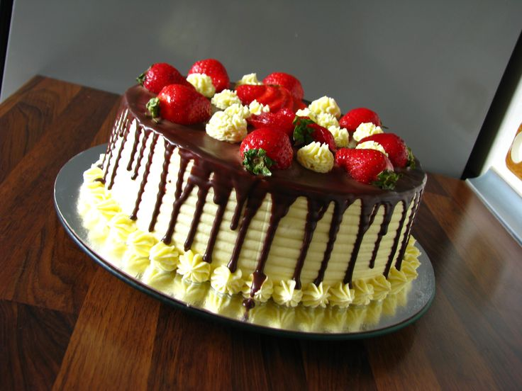 """""""Snickers"""" cake with strawberry III"""