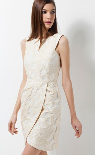 Vestido jacquard-pareo de Pedro del Hierro  Vestidos de verano... ¿cuál es el tuyo? http://www.mujerespacio.com/moda/ropa-moda/vestidos-de-verano-cual-es-el-tuyo/
