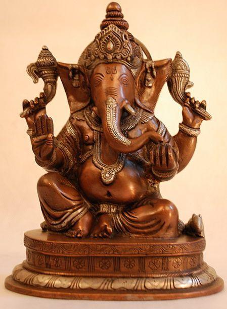 Ганеша (индийский бог Изобилия с головой слона). Бронза. Современная скульптура.