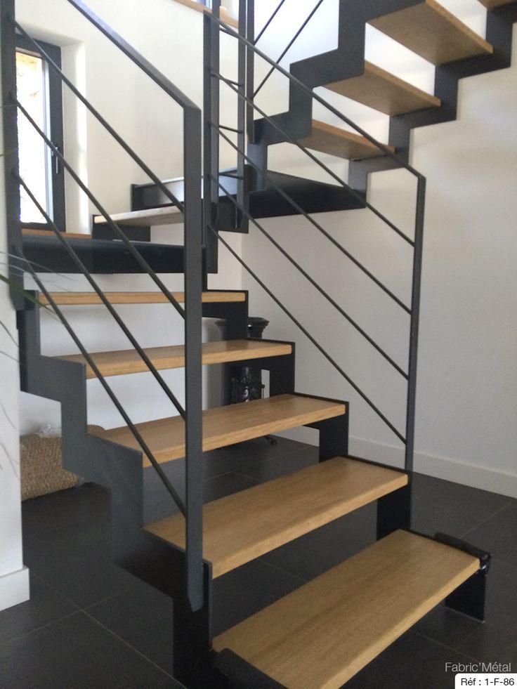 Escalier 2/4 tournant limon découpe en crémaillère finition acier naturel et marche bois