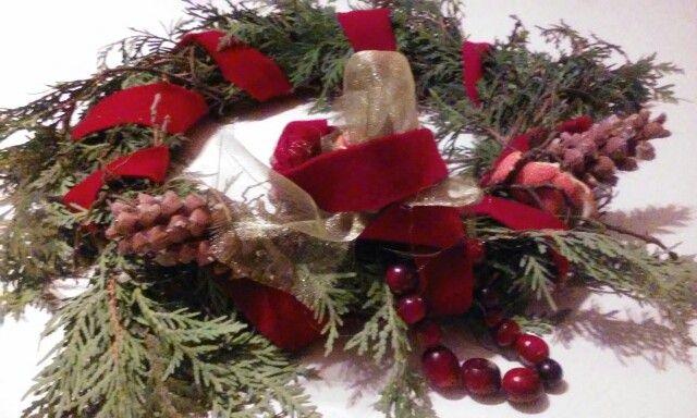 Cranneberies and oranges skin make wonderful ornaments for traditional chrismas