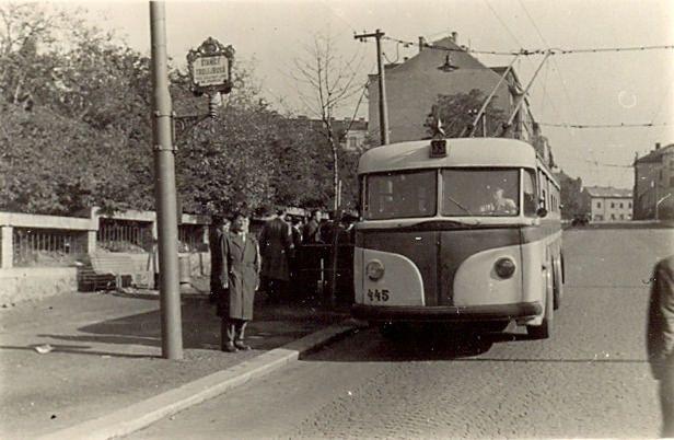 https://flic.kr/p/B5Bo2R | Tatra T 400 (podzim 1955 Praha-Podolí /u koleje/) | linka 55, číslo 445