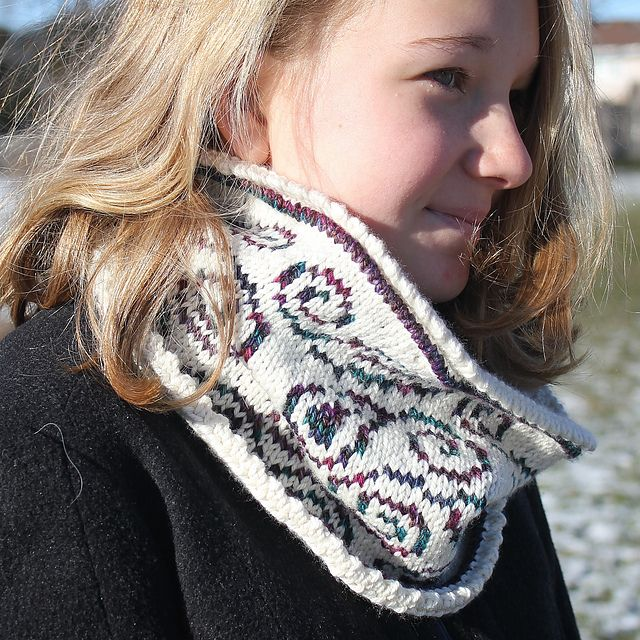 Ravelry: Winter Paisley Cowl pattern by Lisa Kereliuk