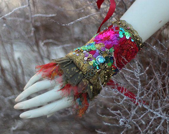 Vintage bouquet shabby chic bohemian wrist wrap door FleursBoheme