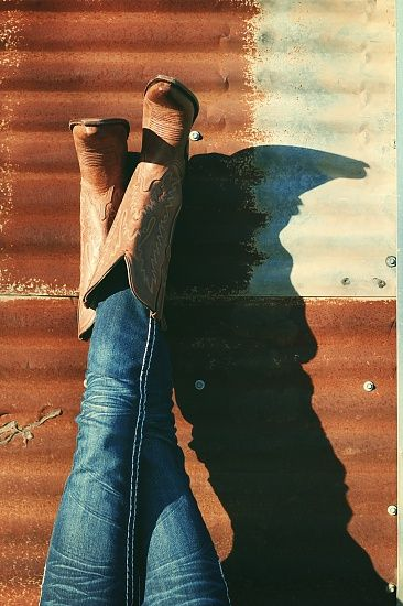 i <3 cowgirl boots and jeans