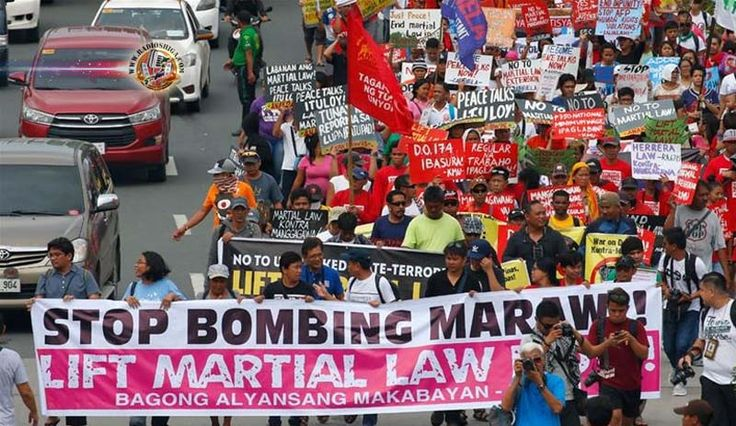 Filipinas estende lei marcial em Mindanao, até 2018. O Congresso apoia o presidente Duterte para dar poderes adicionais ao exército, para eliminar os terror