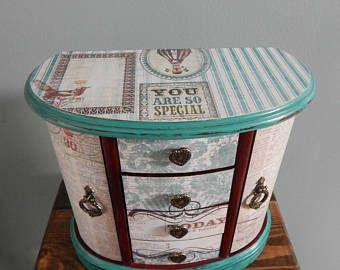 Large Jewelry Box,Vintage,Tan,Great gift ,Mom,Daughter,Sister,Grandma,Aunt,Friend