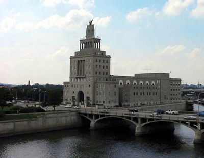 Cedar Rapids, Iowa is one of only two places on Earth that has their city hall located on an island!