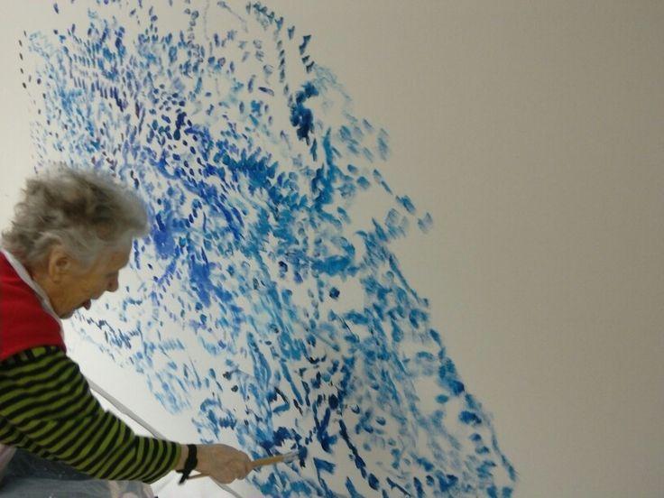 Nyt keskitytään täysillä tekemään saimaata seinälle. Laurankodin seinämaalausta kuvasi Kata