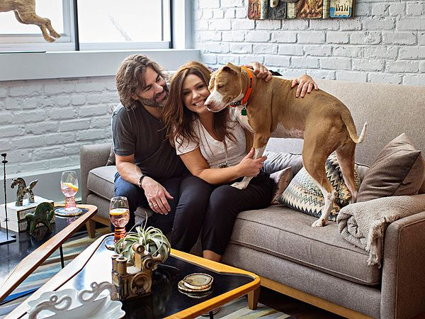 Inside Rachael Ray S Cozy New York City Apartment If I Put My Arms Out I Can Reach From My Refrigerator To My Stove Photos