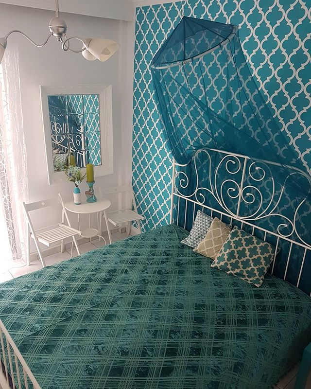 4 things in this photo are handmade! The last one is stencil painted wall that I did whole day and I am very proud of it! My beautiful vacation home is even more adorable! #maroccanpattern #handmade #doityourself #wallpattern #tealblue #mirror #duvet #bedroom #vacationhome #greece #baldahin