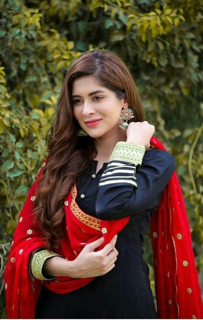 Pin By Sultan On Dress Pakistani Dresses Casual Dresses Indian Designer Outfits