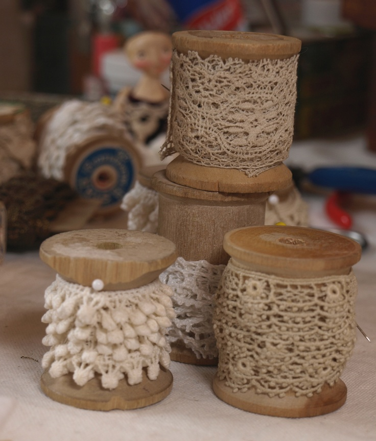 Lacy Spools: Hold Lace, Spools Crafts, Vintage Lace, Vintage Trim, Antiques Trim, Vintage Spools, Hold Trim, Antiques Linens, Lacy Spools Ideas
