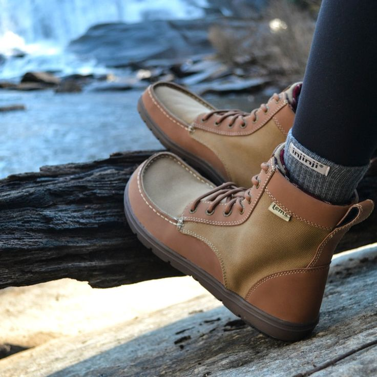 - Description - Features - Sizing - Resources A Foot-Healthy Minimalist Hiking Boot The Boulder Boot is a minimalist boot that supports natural foot health. This versatile and lightweight boot is flat