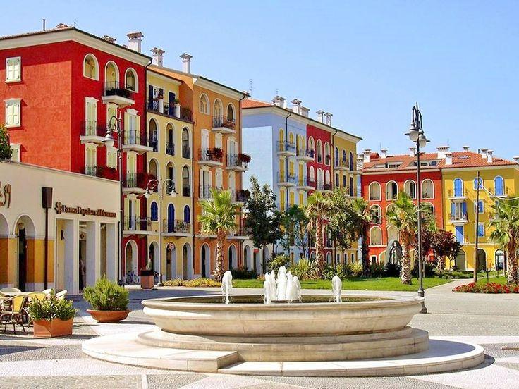 Città di Porto Recanati, Piazza del Borgo Marinaio.