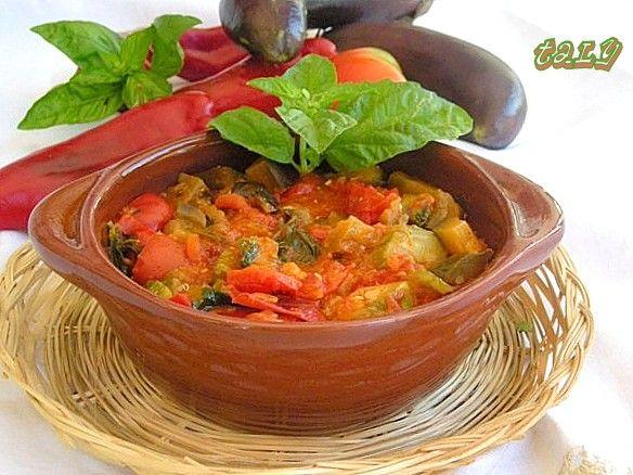 Zuppa rossa estiva al coccio M'nestra roscia alla tièna --(dialetto casalvierano)---(Ciociaria)--