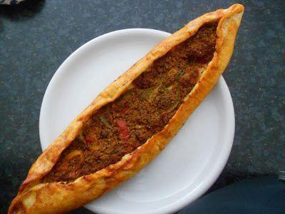 Verboten gut ⚠: Kiymali Pide = Türkische Pizza mit Hackfleisch & P...
