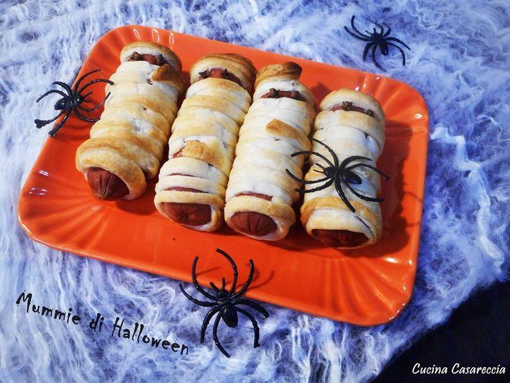 Mummie per Halloween una ricetta semplice e veloce da preparare proprio per allestire il buffet di Halloween e presentarle ai bimbi che bussano alla porta
