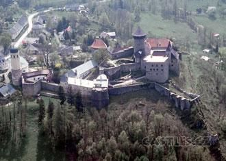 Sovinec, exterior. The land falls away steeply behind the castle - a good defensive position.