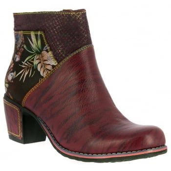 Christie 05, these easy-to-wear ankle boots from quirky brand Laura Vita are just the right balance of pretty and practical. Dare to be different in these bold handcrafted boots made from natural leather. In this wine and black floral combination, they look great on the foot and feel good too! Featuring a large side zip design for an easy and secure fit, they boast comfortable padding and a flexible, treaded sole to keep you comfy all day…