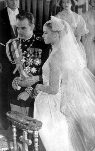 Huwelijk van prins Rainier van Monaco en Grace Kelly, daarna prinses Gracia, in de   kathedraal van Monaco, 19 april 1956.