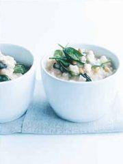 Rezept von Donna Hay: Ofenrisotto mit Spinat, Feta und Pinienkernen - Valentinas-Kochbuch.de - kochen, essen, glücklich sein