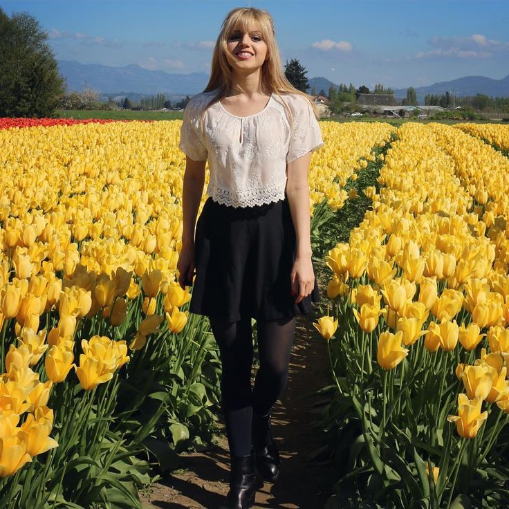 Look at these amazing tulip fields in Mt. Vernon, Washington! Looks like Holland. So pretty and definetly a place to visit if you're going to Vancouver or the Pacific North West. Photo details: Amanda from TheFashionToFollow.com and Instagram.com/fashiontofollow Outfit is from Zara and Topshop (Nordstrom)