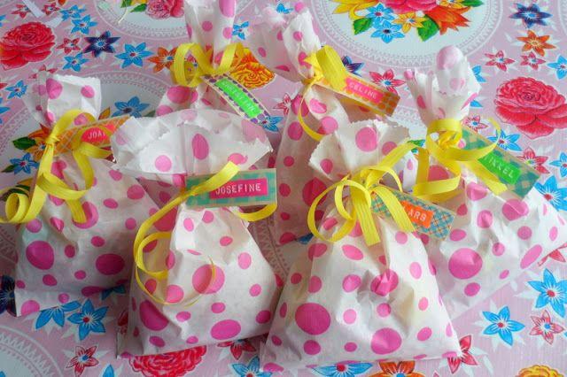 Polka dot goodie bags. bang bang: påskeguf af the one and the duck kind