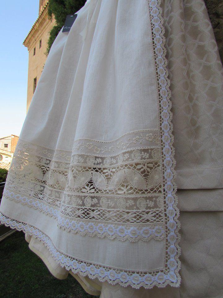 Nuevo delantal de lino combinado con puntillas de tul,bordado y bolillo. #delantales #Alcañiz #bajoaragon #regional