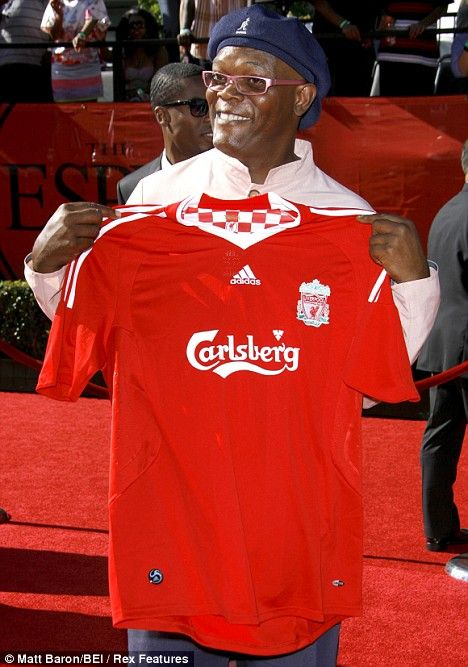 Samuel L Jackson, coolest brother in this planet is a Liverpool fan. Woot!