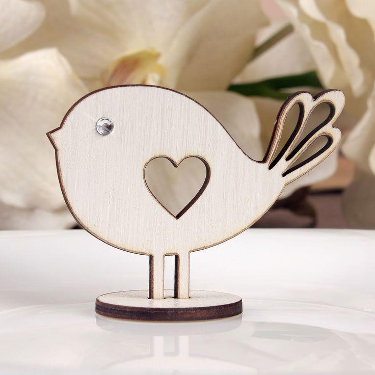 Niepowtarzalne weselne ptaszki wykonane z drewna. Posiadają cyrkonię.  To wyjątkowa pamiątka, która sprawi że goście długo będa wspominać Państwa wesele.