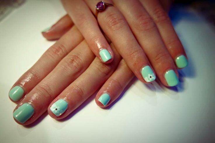 Simple nail art #simplenails #floralnails #summernails