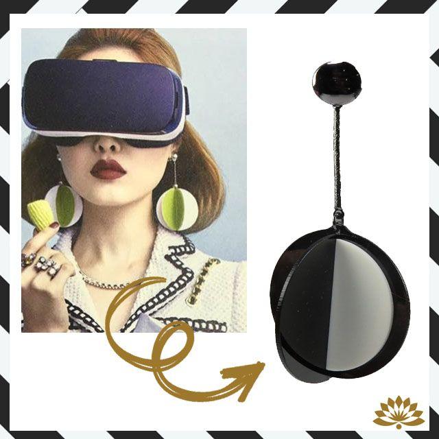 Inspire-se nas passarelas internacionais e adquira um brinco de acrílico multifacetado preto e branco. Maxi e leve!