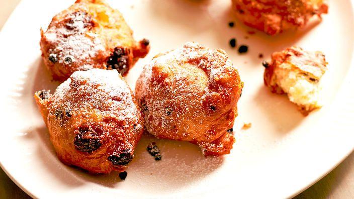 Dutch doughnuts (oliebollen) recipe : SBS Food