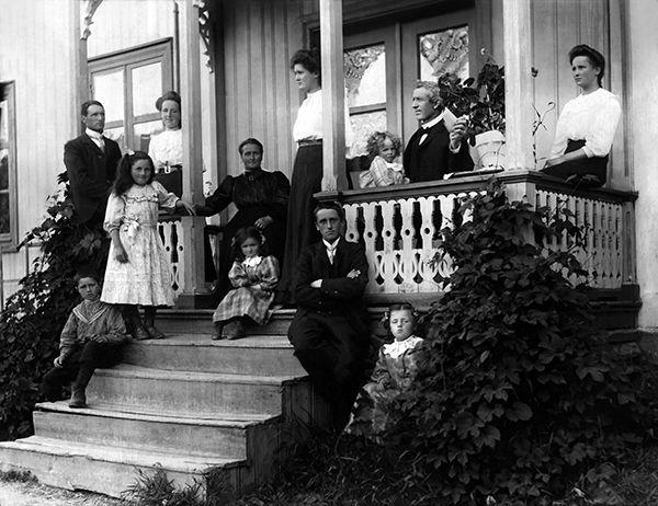 Nr. 2. Huslyden Strand, ca 1906. Utlånt av Emma Stave