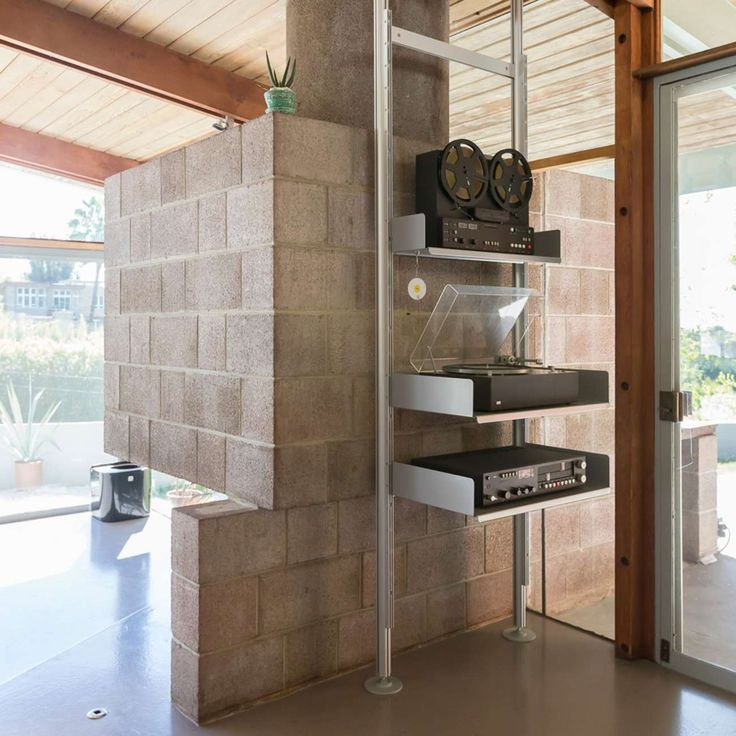 At Vitsœ Los Angeles 606 Universal Shelving System is compressed in an A. Qunicy Jones home. Drop in if you are in the area