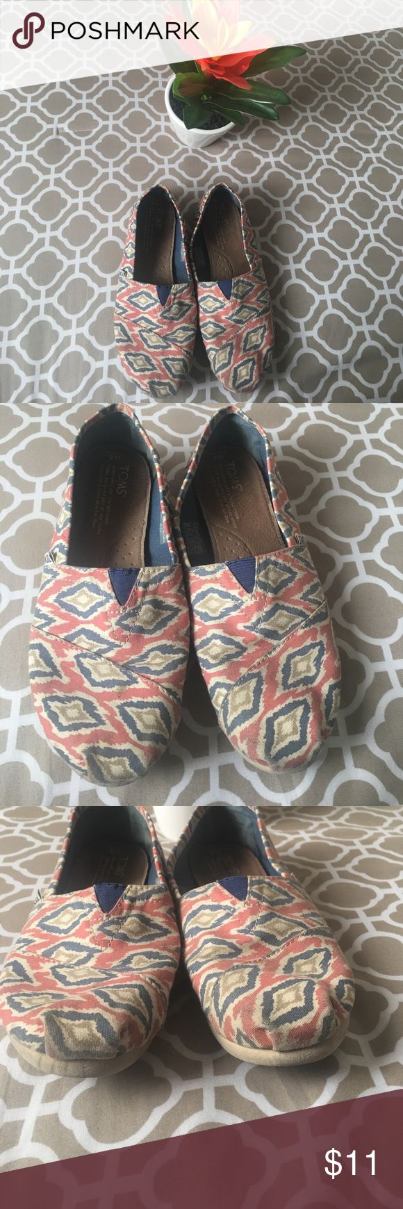 Super Cute Toms ! 💓 In great condition! Just need a little clean ! 💓 Toms Shoes Flats & Loafers